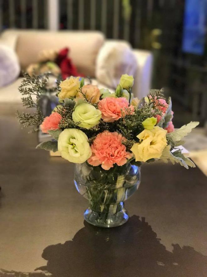 Ngắm căn hộ góc nào cũng lãng mạn và ngọt ngào với hoa tươi của hoa hậu Phạm Hương - Ảnh 10.