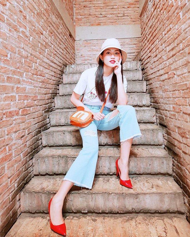 Street style sao Việt: tâm điểm tuần này chính là cả cây hồng sến sẩm của Ngọc Trinh - Ảnh 14.