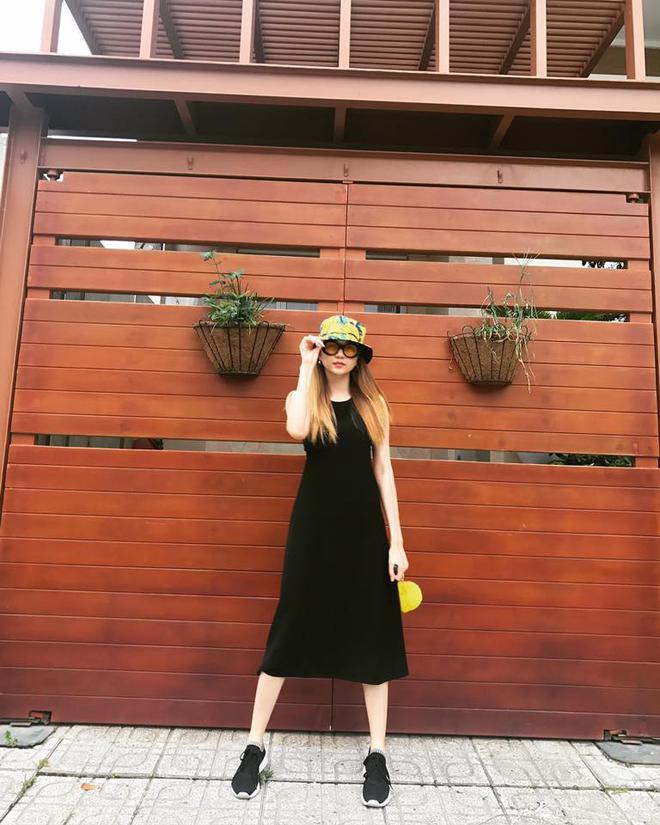 Street style sao Việt: tâm điểm tuần này chính là cả cây hồng sến sẩm của Ngọc Trinh - Ảnh 16.