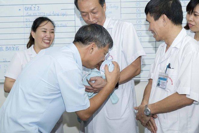 Nỗi trăn trở của GS Nguyễn Anh Trí khi về hưu: Mẹ của bé trai bị bỏ rơi vẫn chưa quay lại nhận con - ảnh 2