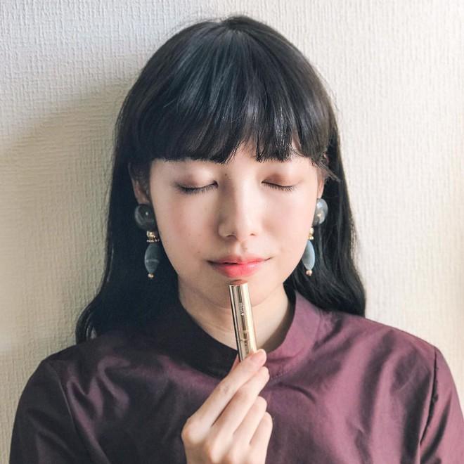 Vượt qua nhiều loại đắt đỏ, thỏi son chỉ 300.000 VNĐ này được các cô gái Nhật thi nhau tìm mua trong năm 2017 - Ảnh 11.