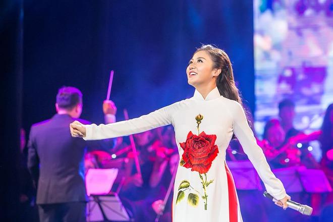 Tạm xa ghế nóng Idol Kids, Văn Mai Hương điệu đà với áo dài  - Ảnh 7.