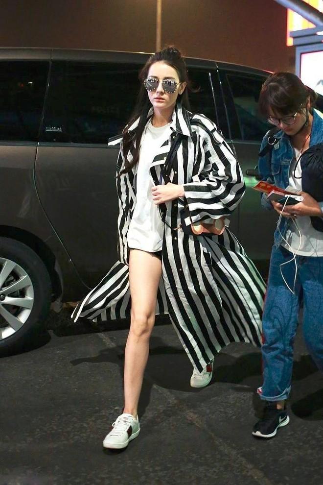Cứ sang thu là 5 mẫu áo khoác quen thuộc này lại được loạt người đẹp Hoa ngữ lăng xê nhiệt tình - Ảnh 22.