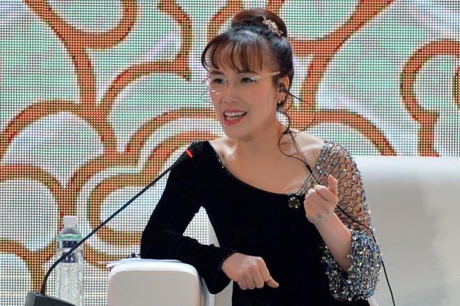 Nữ tỷ phú Việt đầu tiên lọt top 1.000 người giàu có nhất hành tinh: Mặc váy hoa, mang giày cao gót và tay cầm đô la - Ảnh 5.