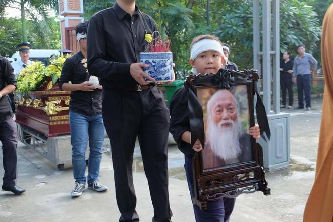 Tang lễ thầy Văn Như Cương: Học sinh trường Lương Thế Vinh hát khi linh cữu đi qua - Ảnh 1.