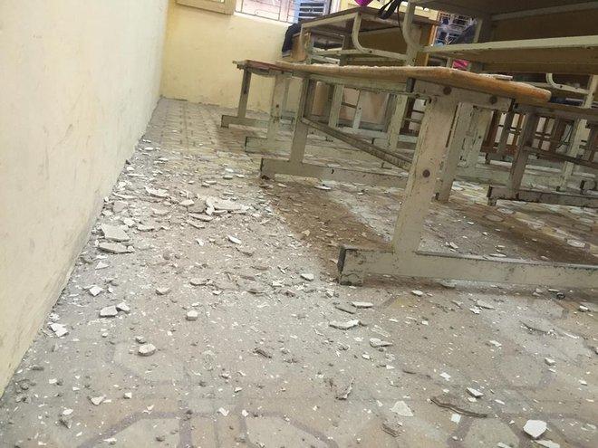 Hà Nội: Học sinh hoảng hồn vì mảng vữa trần rơi trúng bàn học - Ảnh 8.