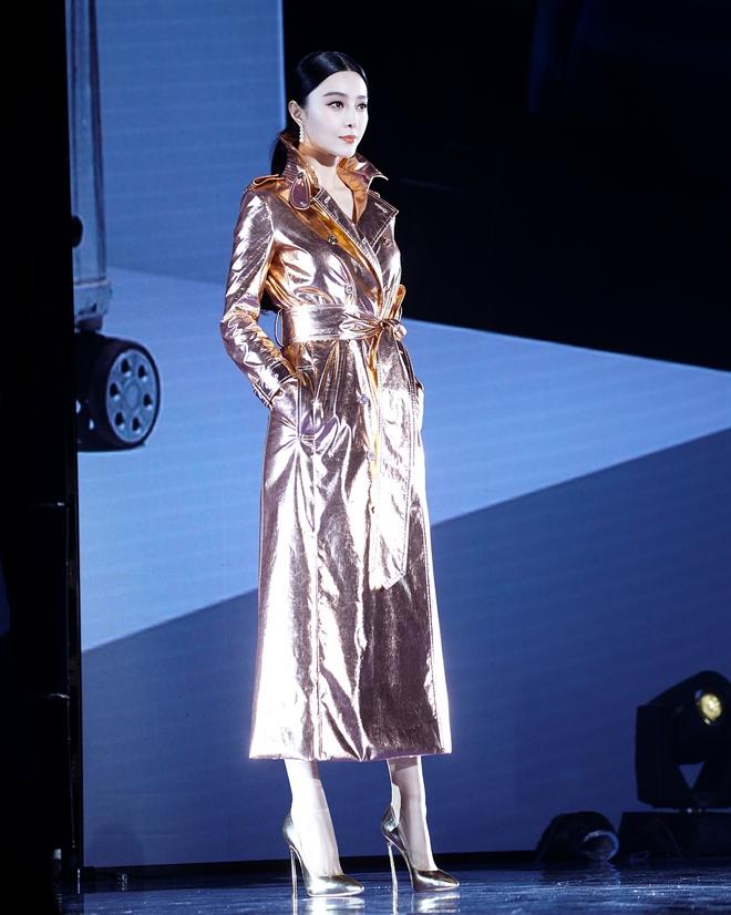 Đẳng cấp nhan sắc như Phạm Băng Băng, mặc áo lấp lánh như giấy gói hoa mà vẫn khí chất hơn người - Ảnh 8.