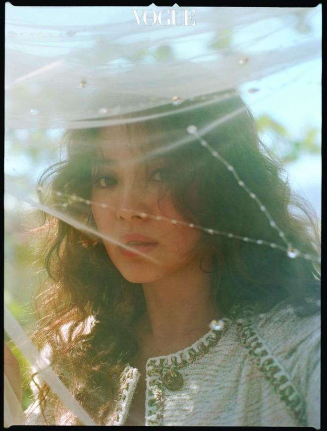 Ngắm trọn bộ ảnh Song Hye Kyo đẹp mơ màng như nữ thần lạc lối - Ảnh 7.