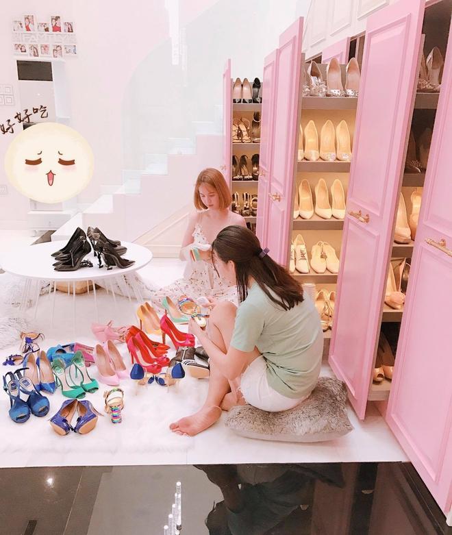Ngọc Trinh khoe tủ giày hiệu, fan thắc mắc đến hết đời chưa mang hết giày - Ảnh 3.