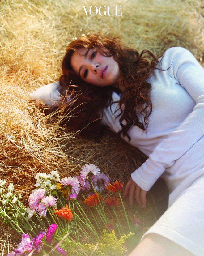 Ngắm trọn bộ ảnh Song Hye Kyo đẹp mơ màng như nữ thần lạc lối - Ảnh 2.