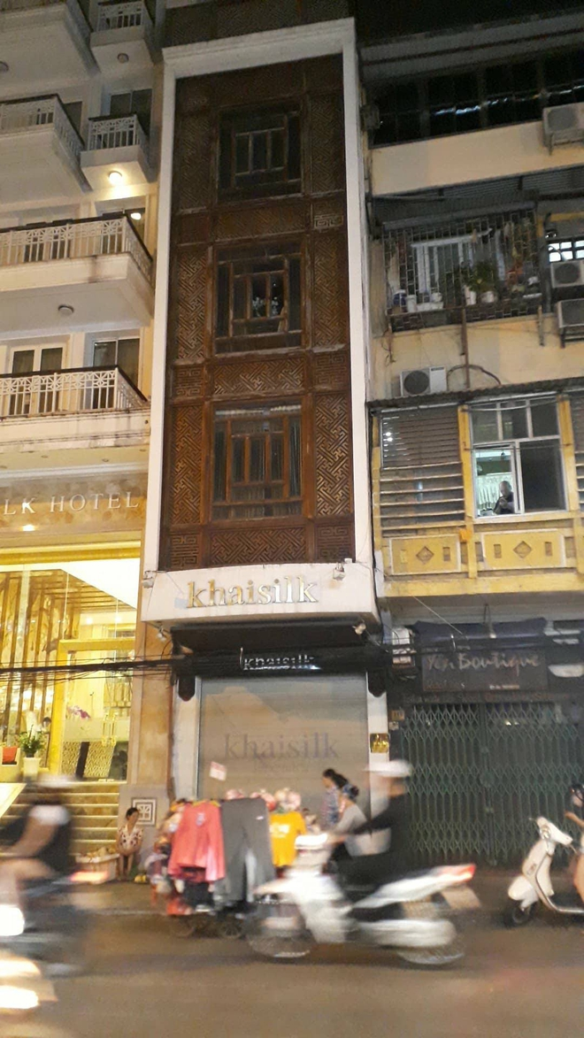 Vụ Khaisilk bán lụa Made in China: Tới chiều tối, toàn bộ cửa hàng ở Sài Gòn và Hà Nội đã đóng cửa hoàn toàn - Ảnh 4.