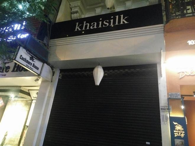 Vụ Khaisilk bán lụa Made in China: Tới chiều tối, toàn bộ cửa hàng ở Sài Gòn và Hà Nội đã đóng cửa hoàn toàn - Ảnh 3.