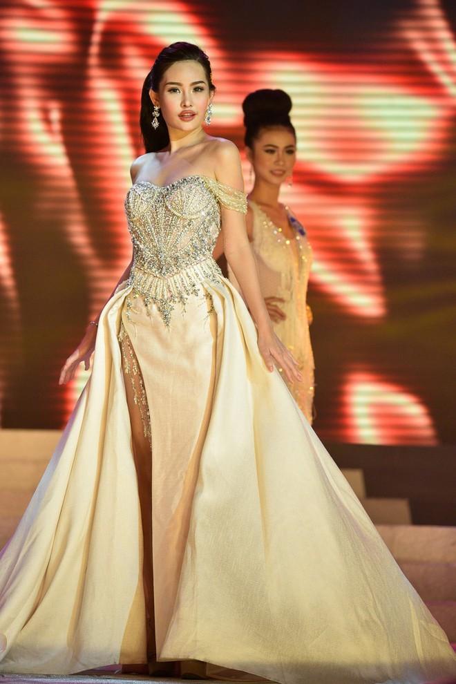 Vừa ồn ào chuyện dao kéo, Hoa hậu Đại dương lại đụng hàng váy áo với loạt người đẹp  - Ảnh 7.