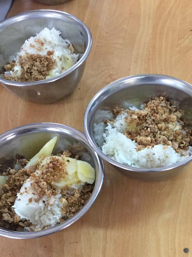 Đối chất vụ bữa ăn đạm bạc tại trường Tiểu học Nam Trung Yên: Hiệu trưởng khẳng định, hình ảnh không thể hiện rõ chất - Ảnh 2.