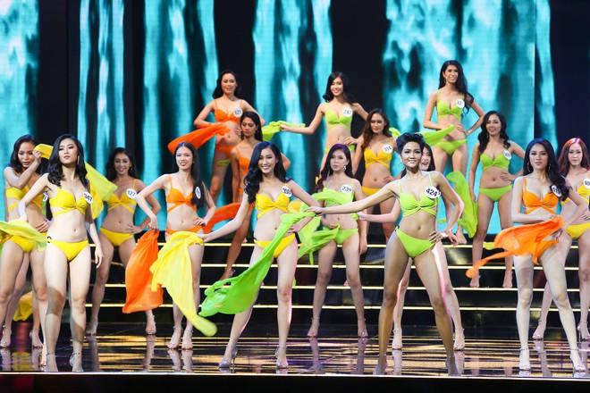 UBND tỉnh Khánh Hòa yêu cầu hoãn thi giữa mưa bão, Hoa hậu Hoàn vũ vẫn bất chấp - Ảnh 1.