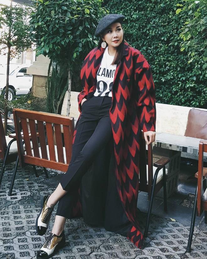 Street style tuần này: Angela Phương Trinh diện váy ôm già chát, Kỳ Duyên nổi bật vì dát hàng hiệu từ đầu tới chân - Ảnh 1.