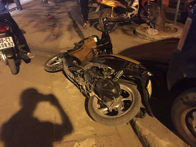 Xác định danh tính thanh niên vừa lái xe vừa hút bóng cười đâm gãy xương đùi cô gái trẻ, khiến nhiều người bị thương - Ảnh 1.