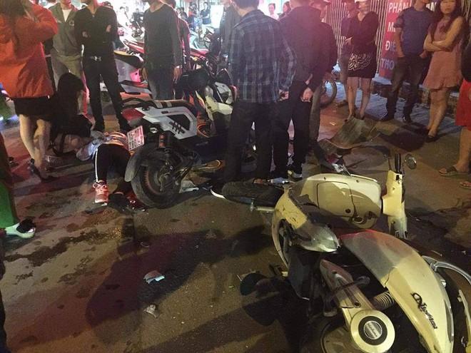 Xác định danh tính thanh niên vừa lái xe vừa hút bóng cười đâm gãy xương đùi cô gái trẻ, khiến nhiều người bị thương - Ảnh 2.