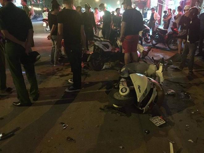 Xác định danh tính thanh niên vừa lái xe vừa hút bóng cười đâm gãy xương đùi cô gái trẻ, khiến nhiều người bị thương - Ảnh 4.