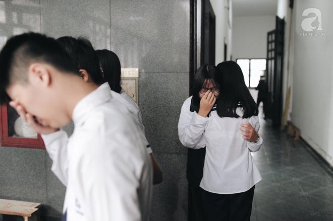 Những hình ảnh xúc động trong lễ tang nhà giáo Văn Như Cương - Ảnh 7.