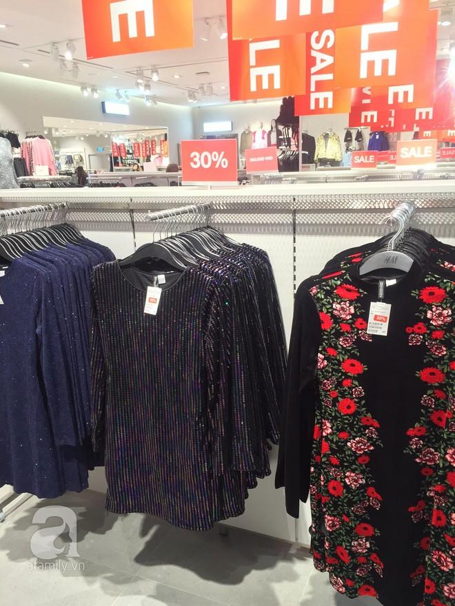 H&M sale 50% nhưng tìm được đồ để mua thì... hơi khó - Ảnh 6.