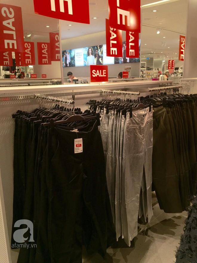 H&M sale 50% nhưng tìm được đồ để mua thì... hơi khó - Ảnh 7.