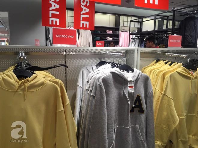 H&M sale 50% nhưng tìm được đồ để mua thì... hơi khó - Ảnh 11.