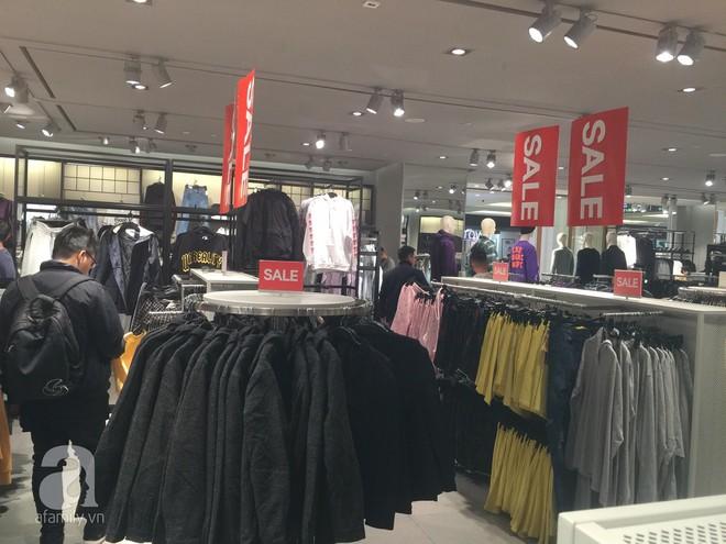 H&M sale 50% nhưng tìm được đồ để mua thì... hơi khó - Ảnh 12.