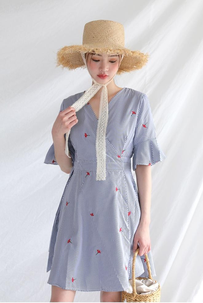 Bên cạnh váy hoa, thì vẫn còn 5 mẫu váy để các nàng diện vừa đẹp vừa mát hè này - Ảnh 33.
