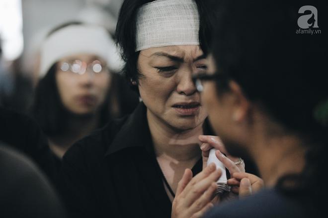 Những hình ảnh xúc động trong lễ tang nhà giáo Văn Như Cương - Ảnh 5.