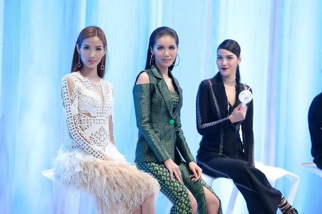 The Face Việt 2017: Tập nào Hoàng Thùy cũng muốn chơi trội lạc hẳn so với 2 HLV kia nhưng chưa làm tới - Ảnh 7.