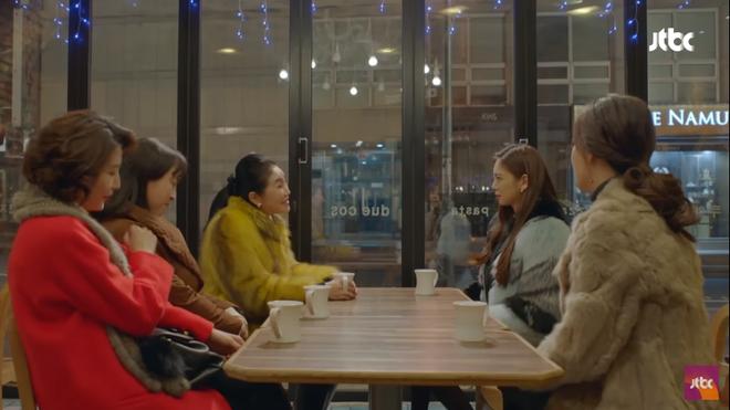 Vừa ly dị chồng, Kim Hee Sun đã vội cặp kè chàng luật sư đẹp trai - Ảnh 3.