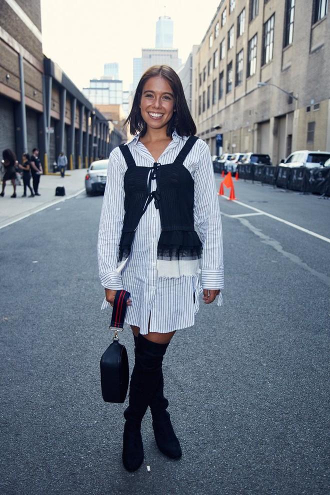 Chẳng cần phải hàng hiệu lồng lộn để dự Tuần lễ thời trang, cô nàng này toàn chọn đồ bình dân mà vẫn nổi bật - Ảnh 9.
