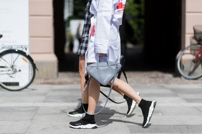 Xu hướng sneaker Thu/Đông 2017 đang khởi động với 4 mẫu giày này - Ảnh 10.