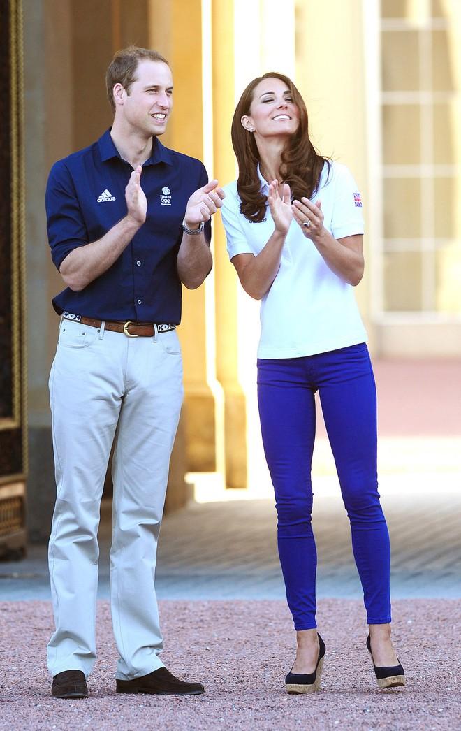 Trong các nhân vật Hoàng Gia liệu có ai có phong cách bình dân, gần gũi như Công nương Kate - Ảnh 3.
