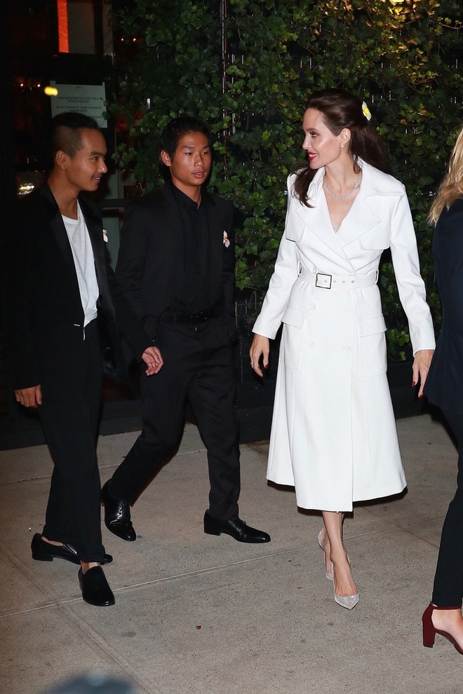 2 bí kíp đơn giản giúp định hình gu thời trang thanh lịch mà chẳng sợ lỗi mốt từ Angelia Jolie - Ảnh 3.