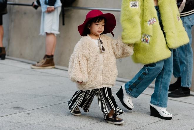 Ai là nhân vật đứng phía sau những nhóc tỳ sành điệu tại Tuần lễ thời trang Seoul - Ảnh 7.