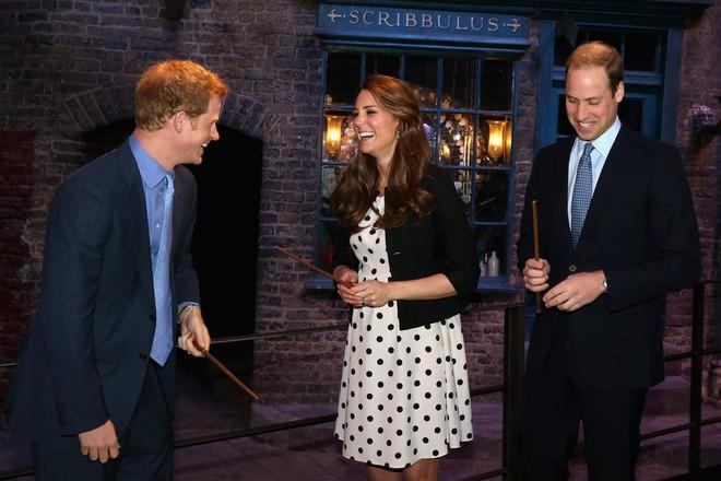 Chị em dâu Hoàng gia Anh, không chỉ hay đụng váy áo mà còn hợp gu thời trang bình dân - Ảnh 9.