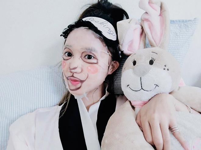 Loạt người đẹp Châu Á sử dụng mặt nạ giấy như 1 bước chăm sóc da hàng ngày - Ảnh 23.