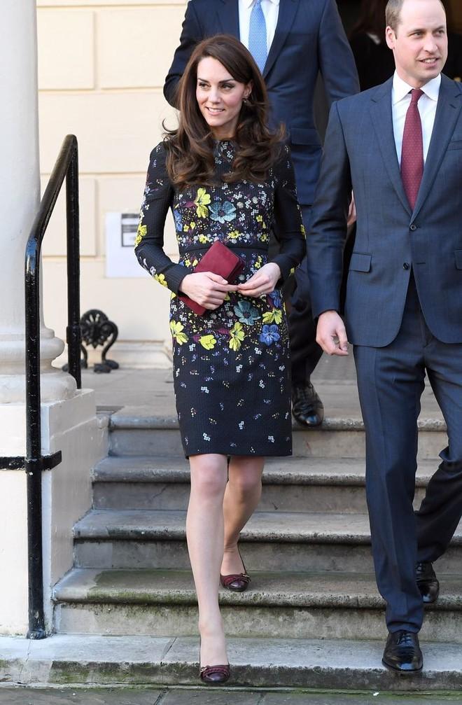 Tổng kết năm 2017, Công nương Kate đã chi khoảng 3.5 tỷ đồng mua sắm quần áo - Ảnh 12.