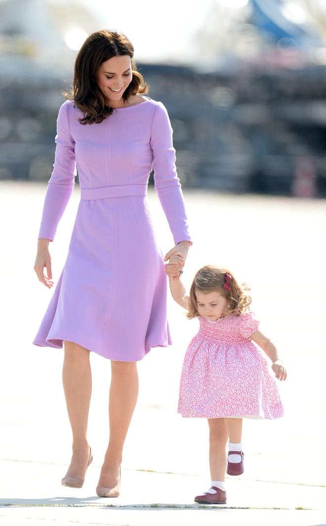 Tổng kết năm 2017, Công nương Kate đã chi khoảng 3.5 tỷ đồng mua sắm quần áo - Ảnh 13.