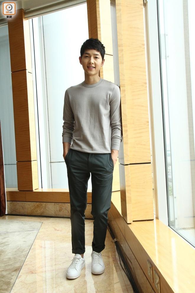 Song Joong Ki đẹp từ thần thái đến phong cách thế này, hạ gục được Song Hye Kyo cũng là điều hiển nhiên - Ảnh 18.
