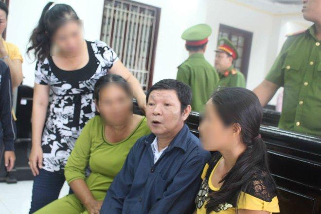 Tố cáo cha và ông nội hiếp dâm con gái ruột 11 tuổi, bà ngoại liên tục nhận được tin nhắn dọa giết - Ảnh 2.