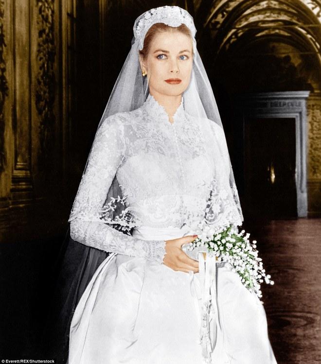 Câu chuyện đằng sau chiếc váy cưới kín như bưng mà Miranda Kerr mặc tại đám cưới lần thứ 2 - Ảnh 5.