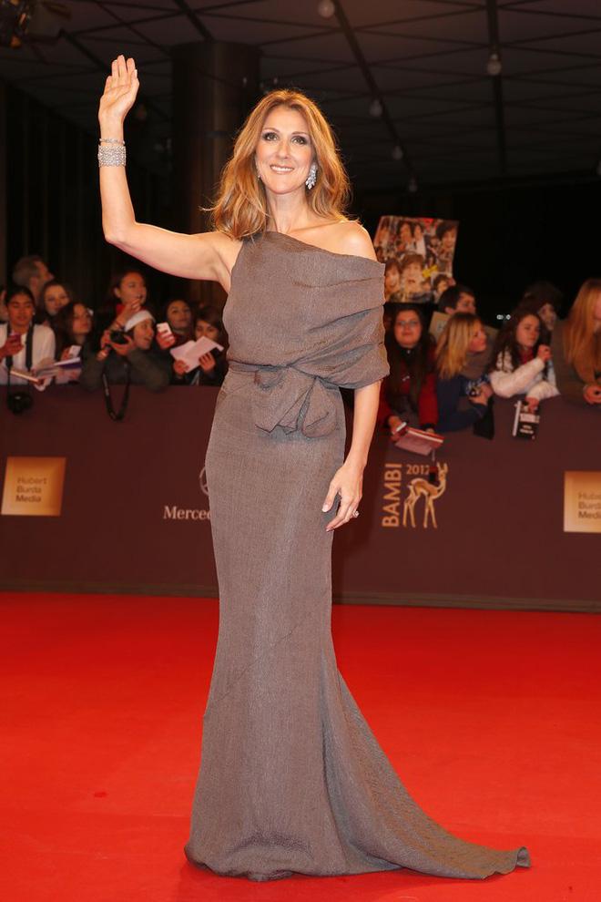 Cận kề tuổi 50 Diva Céline Dion mới lột xác phong cách khiến giới mộ điệu toàn cầu kiêng nể - Ảnh 3.