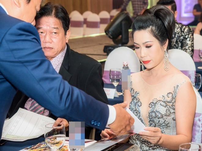 Á hậu Trịnh Kim Chi đẹp mặn mà, khoe vẻ gợi cảm tuổi 46 - Ảnh 1.