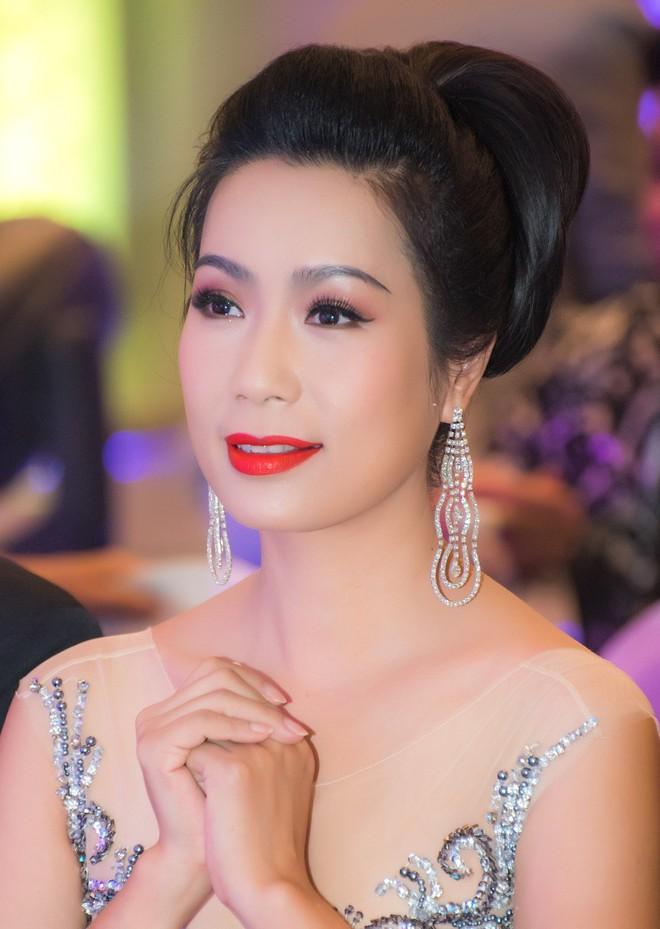 Á hậu Trịnh Kim Chi đẹp mặn mà, khoe vẻ gợi cảm tuổi 46 - Ảnh 8.