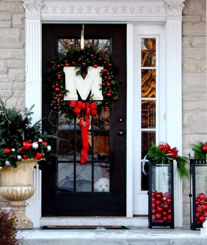 Những ý tưởng trang trí mặt tiền cho ngôi nhà đón Noel - Ảnh 1.