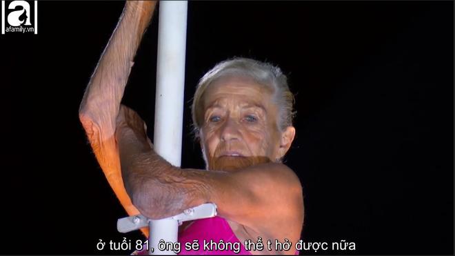 Cụ bà 81 tuổi khiến người xem thót tim khi đu mình giữa không trung trên cây cột cao 26m 2