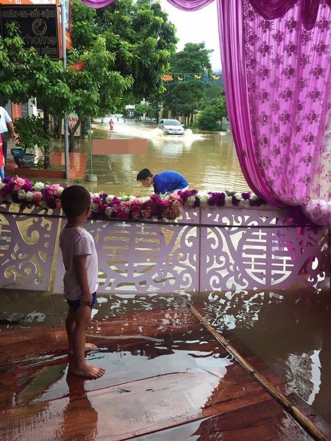 Ai sắp cưới nhớ xem dự báo thời tiết, đừng như hôm nay, bão đánh sập rạp, khách tưởng đám cưới con gái Thủy Tề - Ảnh 9.